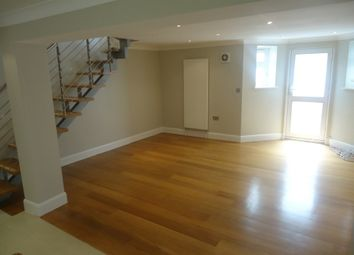 2 bed maisonette to rent in C, Cromwell Avenue, Highgate N6