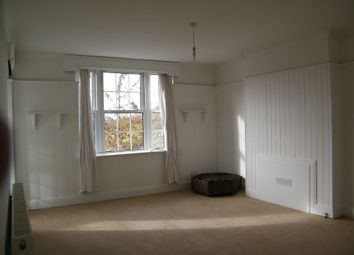 3 bed flat to rent in Grand Drive, London SW20