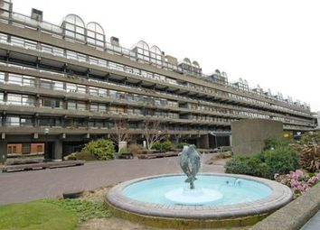 Thumbnail 1 bed flat to rent in Ben Jonson House, Barbican EC2Y,