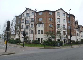 Hanworth Road, Hounslow TW3. 2 bed flat for sale