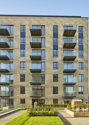Thumbnail 1 bedroom flat for sale in Kew Bridge Road, London