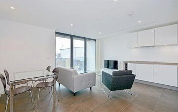 1 bed property to rent in City Road, Islington EC1V