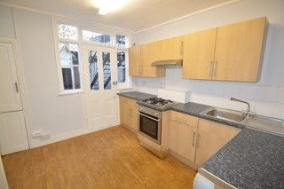 2 bed maisonette to rent in Putney Bridge Road, London SW15