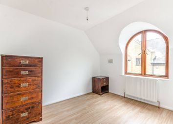 Thumbnail 4 bed flat to rent in Roding Mews, Wapping