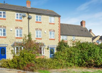 Thumbnail 3 bed town house for sale in Sanderling Close, Bicester