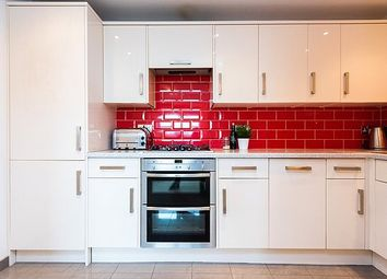 Thumbnail 2 bedroom flat for sale in Bethnal Green Road, Bethnal Green, London