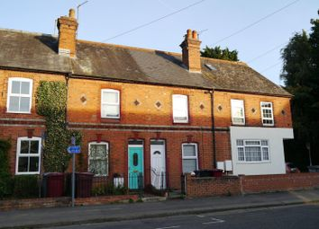 3 bed property to rent in Elgar Road, Reading RG2