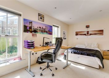 2 bed flat to rent in Canal Boulevard, London NW1