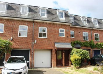 Thumbnail 3 bed town house to rent in Saddle Back Close, Calne
