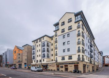 2 bed flat to rent in Gentles Entry, Holyrood EH8