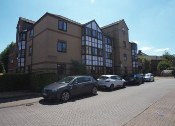 2 bed flat to rent in Waterside Gardens, Reading RG1