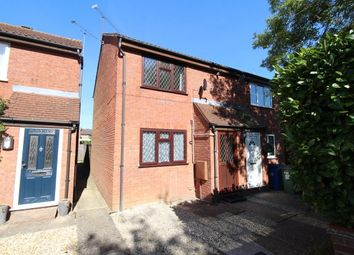 Thumbnail 2 bed property to rent in Cross Gates Close, Bracknell
