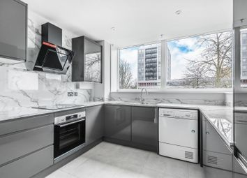2 bed flat to rent in Wellington Close, Walton On Thames KT12