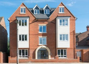 2 bed flat to rent in Ashburnham Road, Bedford MK40