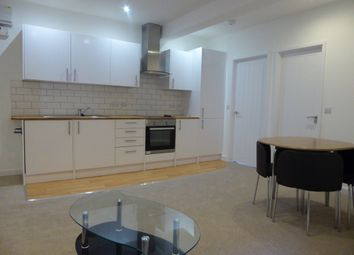 Thumbnail 1 bed flat to rent in Queens Road, Basingstoke