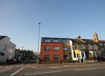 Thumbnail 1 bed flat to rent in Leamington Avenue, London