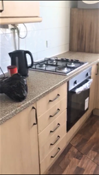 2 bed flat to rent in Tring Close, London IG2