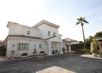 Thumbnail 5 bed villa for sale in Spain, Andalucia, Estepona, Ww697