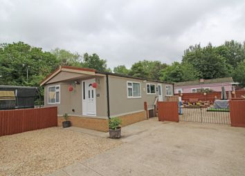 Thumbnail 2 bed mobile/park home for sale in Lyndene Road, Didcot, Oxon