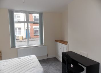 2 bed flat to rent in Hazel Street, Leicester LE2