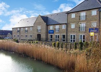 Thumbnail 2 bedroom flat to rent in Kingfisher Court, Witney, Oxfordshire