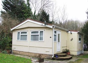 2 bed mobile/park home for sale in Turtle Dove Avenue, Turners Hill, West Sussex RH10