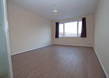 2 bed flat to rent in Oakleigh Road South, New Southgate N11