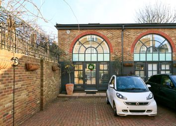 Thumbnail 2 bed mews house to rent in Kew Foot Road, Richmond