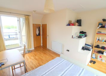 Room to rent in St. Davids Square Isle Of Dogs, Canary Wharf E14