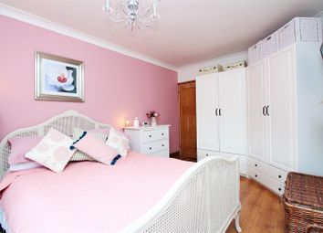 3 bed property for sale in Glenview, London SE2