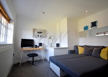 Thumbnail 2 bed maisonette to rent in Hill Top, Hampstead Garden Suburb