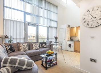 Thumbnail 2 bed flat to rent in Windmill Road, Slough