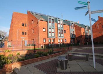 Thumbnail 2 bedroom flat to rent in Shelley House, Wycliffe End, Aylesbury