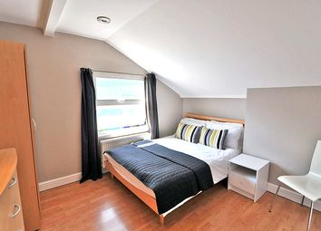 Room to rent in Loftus Road, Shepherds Bush, London W12