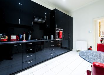 Thumbnail 2 bed flat to rent in De Vere Gardens, Kensington