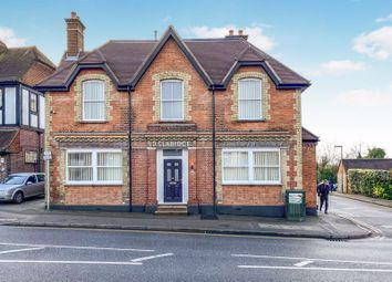 2 bed flat to rent in High Street, Caterham CR3
