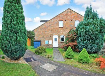 Thumbnail Town house for sale in Hunters Close, Tring