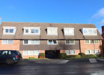 2 bed flat to rent in Howsell Road, Malvern WR14
