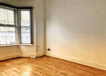 2 bed maisonette to rent in The Cedars, Portway, London E15