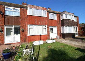 Fullwell Avenue, Caterham High School Catchment, Clayhall, Ilford IG5. Studio to rent