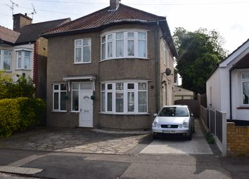 2 bed flat to rent in St. Georges Park Avenue, Westcliff-On-Sea SS0