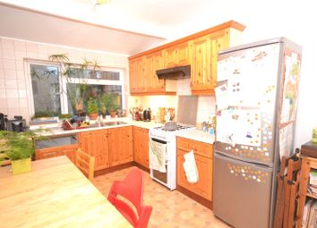 Thumbnail 2 bed property to rent in Leslie Road, London
