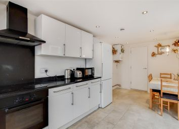 3 bed property to rent in Middle Road, London E13