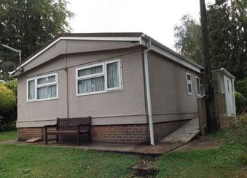 2 bed mobile/park home for sale in Robin Row, Turners Hill Park, Turners Hill, West Sussex RH10