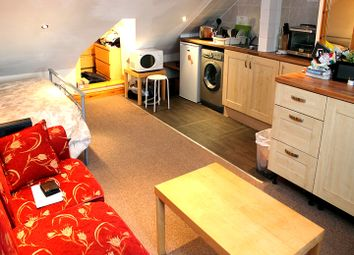 Thumbnail 1 bed flat to rent in Westbury Avenue, Wood Green, London
