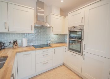 Thumbnail 2 bedroom flat for sale in Benningfield Gardens, Berkhamsted