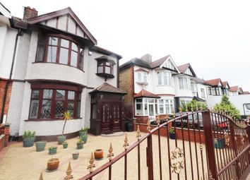 Thumbnail Studio to rent in Woodford Avenue, Ilford, Essex