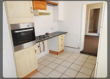 Thumbnail 2 bed flat to rent in Albert Avenue, Hull