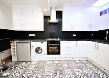 Thumbnail 1 bed flat to rent in Cambridge Heath Road, Bethnal Green