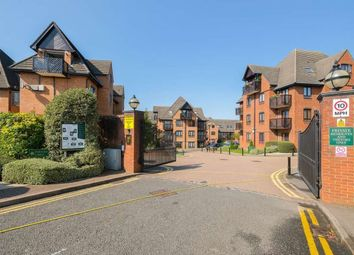 Thumbnail 1 bed flat to rent in Boleyn Court Epping New Road, Buckhurst Hill